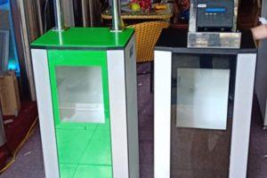 máy đo thân nhiệt kết hợp máy sát khuẩn tự động